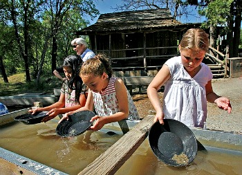 Kids pan for gold at Columbia State Park Picmonkey