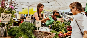 Farmers Market at San Francisco's Ferry Building brings famers into contact with urban customers