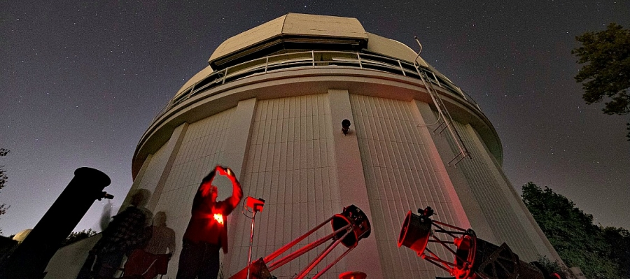 Amateur astronomers set up their telescopes at Mt. Wilson